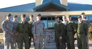 2013 foto av ryska och amerikanska trupper på Ft.  Carson, Colorado.