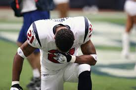 nfl player kneeling